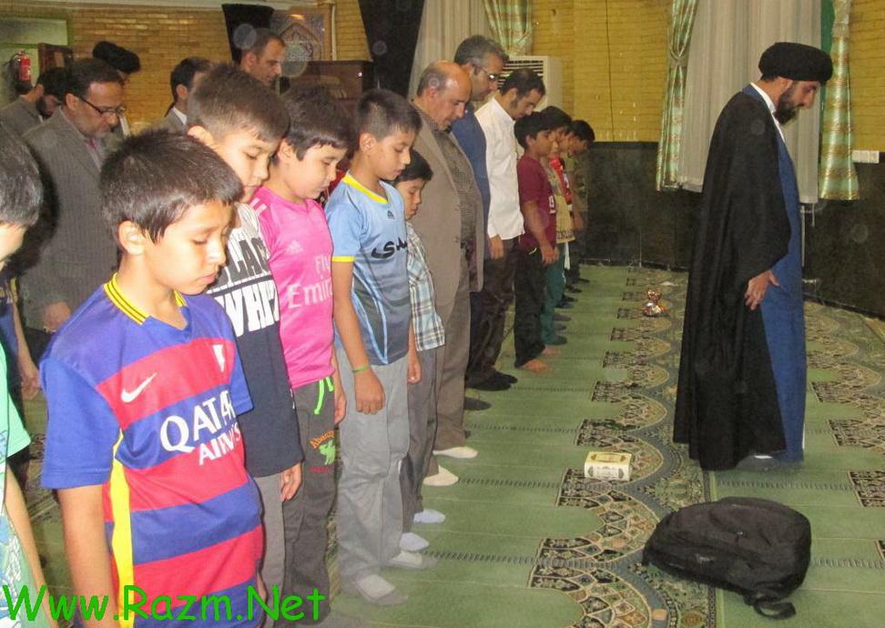 در پایان نماز جماعت در مسجد